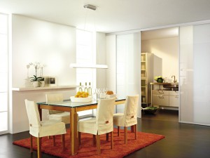 k che und esszimmer mit schiebet ren von und mit inova gestalten. Black Bedroom Furniture Sets. Home Design Ideas
