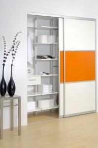 focus_Garderobe_Lack weiss mit Lack orange