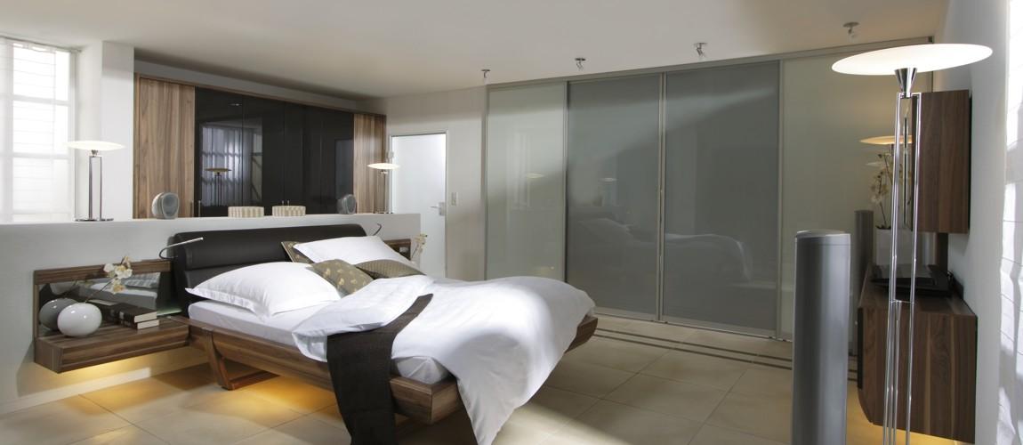 der begehbare kleiderschrank mit schiebet ren realisiert. Black Bedroom Furniture Sets. Home Design Ideas