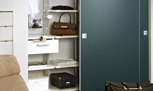 kleine wohnungen einrichten mit schiebet r systemen. Black Bedroom Furniture Sets. Home Design Ideas